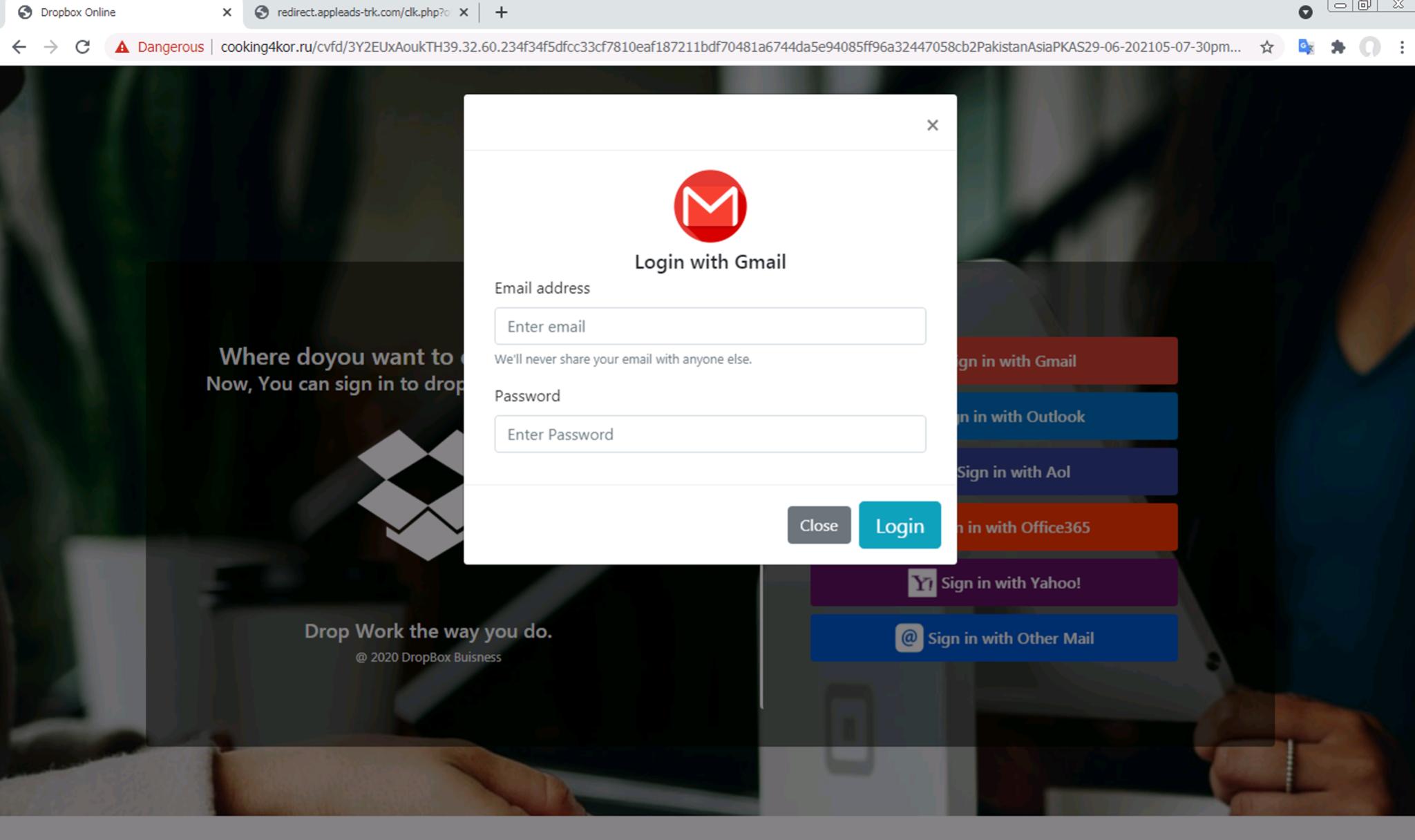 「Sign in with Gmail(Gmailでサインイン)」または「Sign in with Outlook(Outlookでサインイン)」ボタンをクリックすると、ユーザーにログイン情報を求めるモーダル画面が表示される。